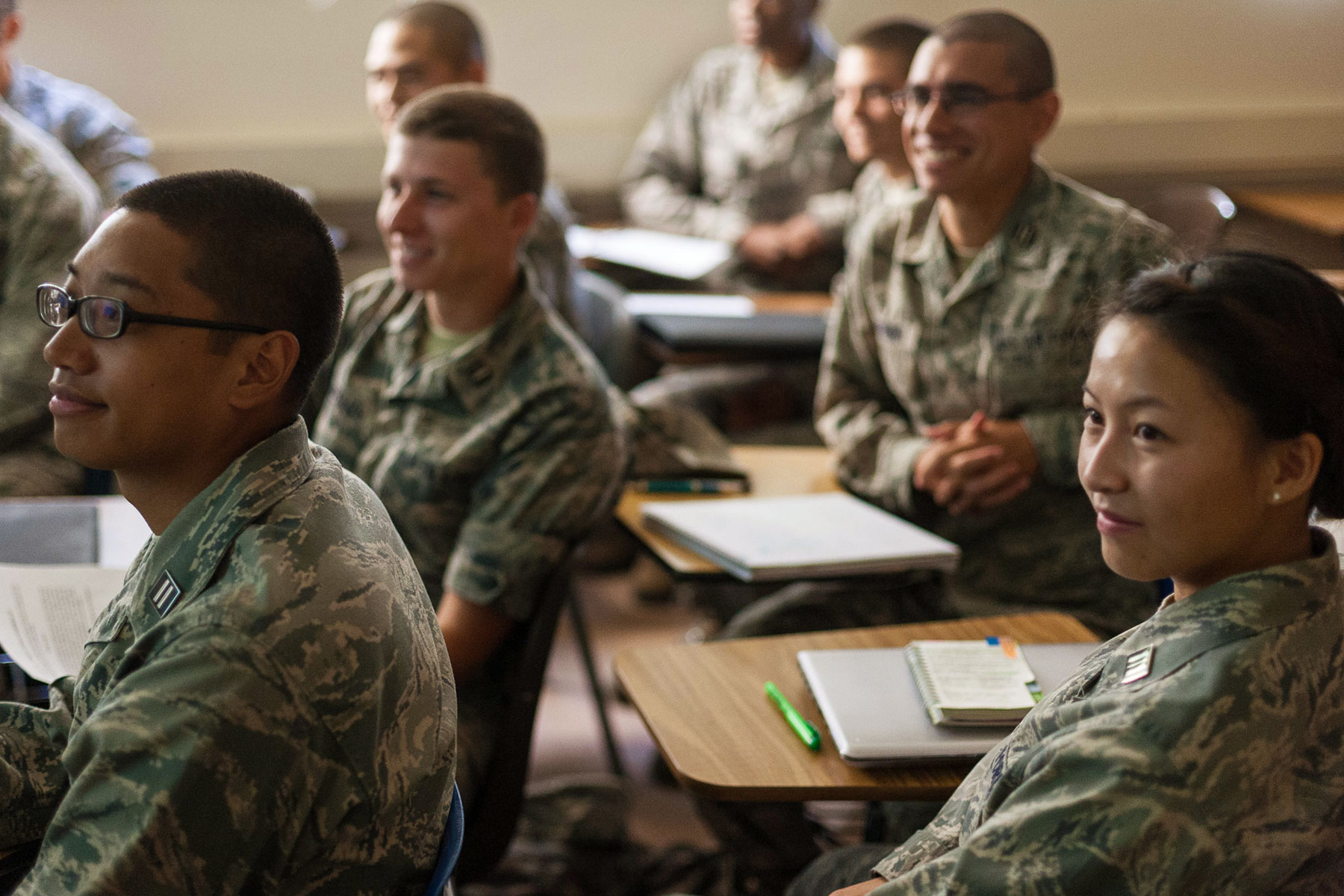 Military and Veteran students in the classroom.
